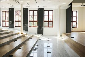 Zaawansowane prace wykończeniowe przy nowej auli Domu Pielgrzyma